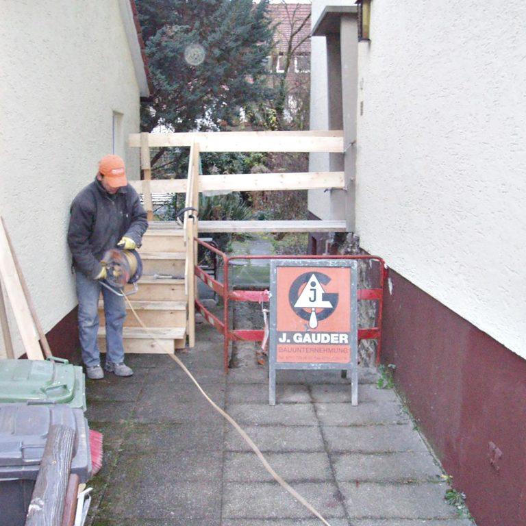 Gauder-bau-stuttgart-Außenanlage Eingangstreppe 09.2005-02