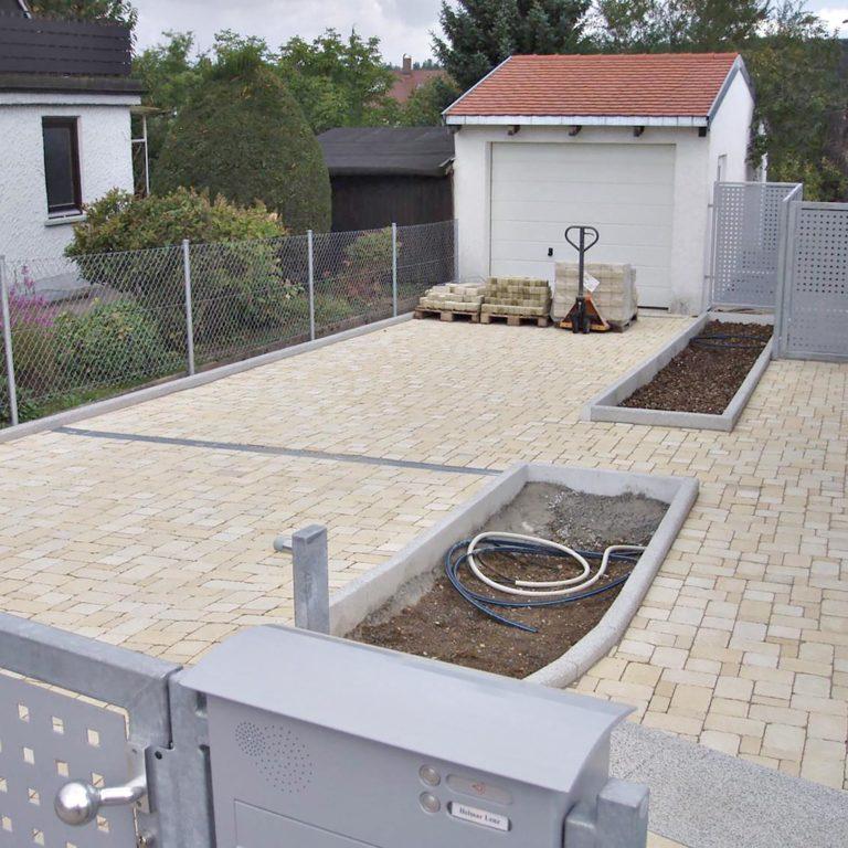 Gauder-bau-stuttgart-Außenanlage Hofeinfahrt Terrasse Eingang Lenz Hoffeld 08.2007-15